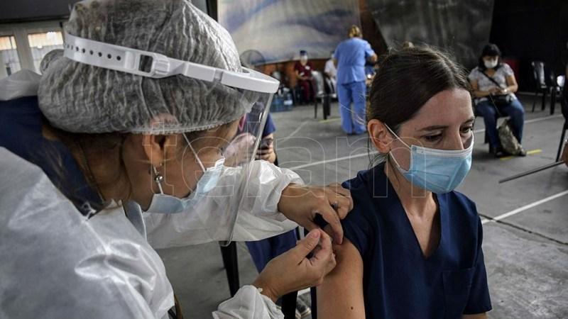 Unas 107.542 personas fueron vacunadas hasta las 18 de este viernes.
