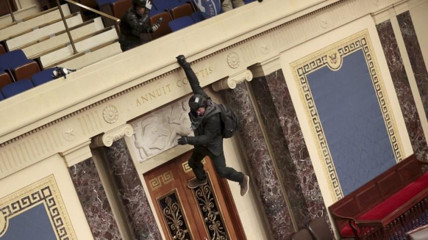 La irrupción de los manifestantes sucedió mientras un grupo de legisladores republicanos aliados de Trump intentaban obstaculizar la certificación tradicional del voto del Colegio Electoral.