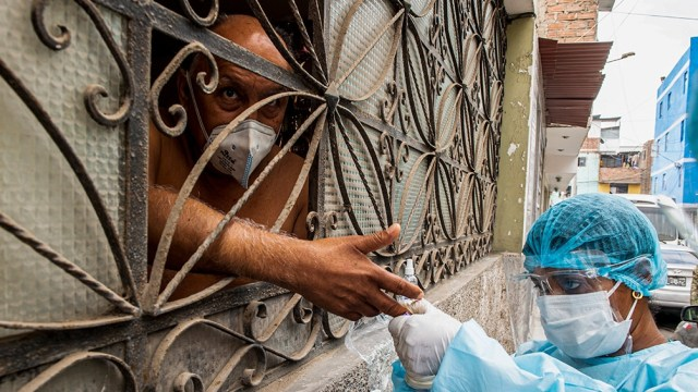 Perú aisló 10 regiones para evitar un colapso sanitario