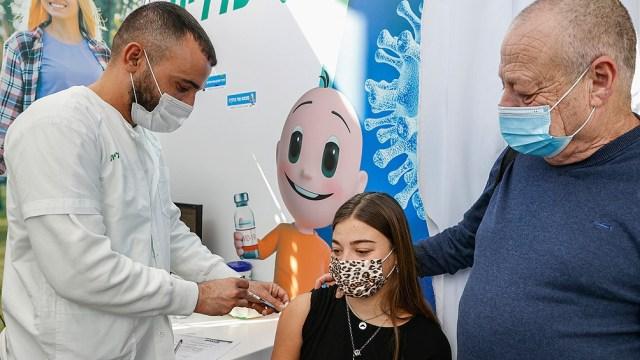 El Ministerio de Salud admitió un posible vínculo entre la miocarditis (inflamación del músculo cardíaco) y la segunda dosis de la vacuna Pfizer/BioNTech.
