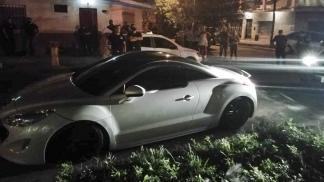 Los delincuentes no pudieron escapar con el vehículo.