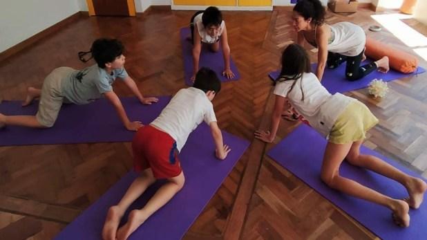 En la Comunidad Espacios las clases de yoga se mudaron al mundo virtual.