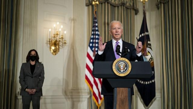 """Estados Unidos debe """"estar ahí frente al avance del autoritarismo"""", dijo Biden."""