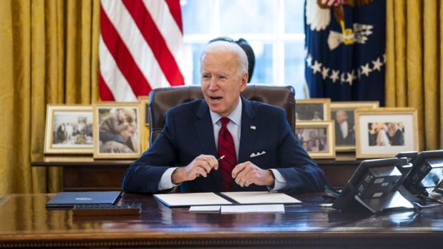 Biden pretendía elevar los impuestos a grandes empresas para financiar el plan de infraestructuras