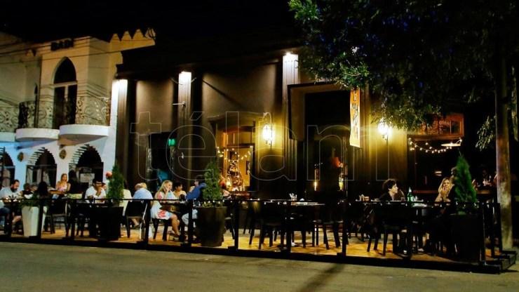 Los locales de gastronomía podrán adicionar a la franja horaria establecida de 07:00 horas a 24:00 horas.