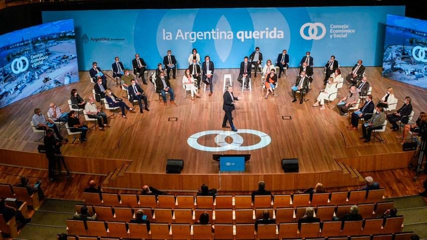 """Marcelo Fernández afirmó que al CES """"vamos a llevar cuatro anteproyectos de ley a fin de darle previsibilidad a las PyMEs, para que inviertan a corto, mediano y largo plazo""""."""