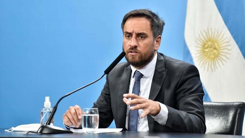 Cabandié presentará una denuncia penal por los incendios intencionales -  Télam - Agencia Nacional de Noticias