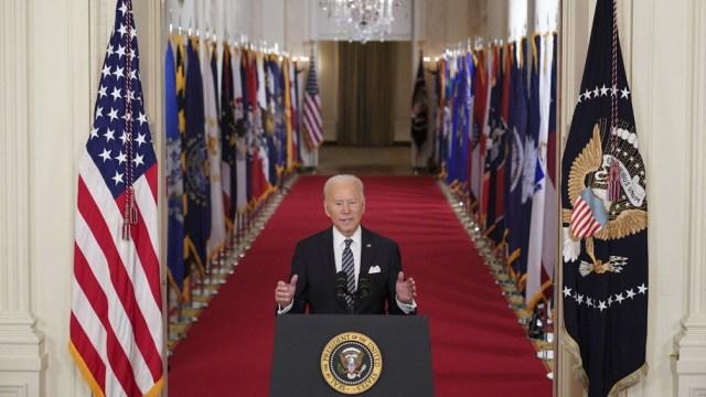 Biden repitió su promesa de campaña de no aumentar los impuestos a los que ganan menos de 400.000 dólares anuales.
