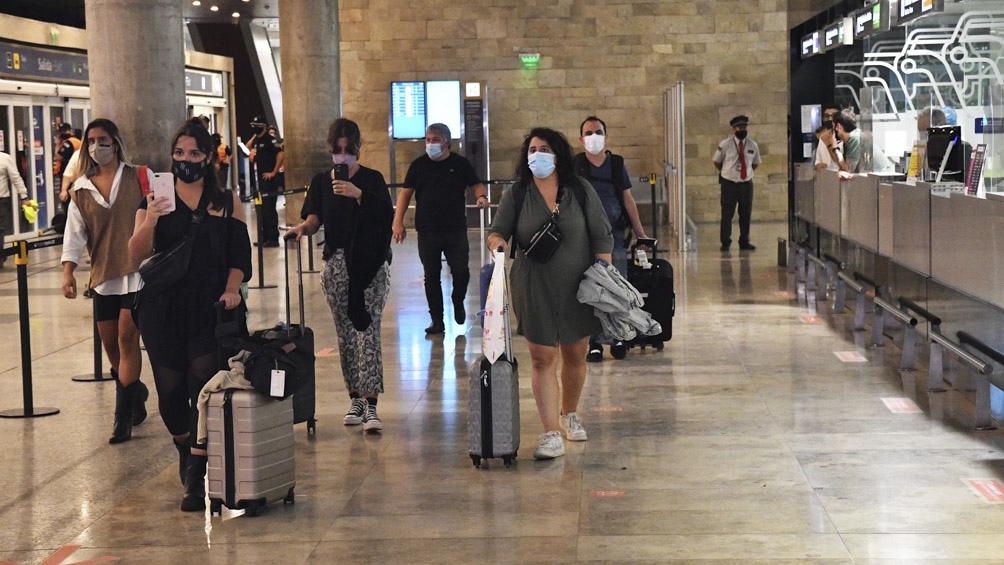 Se trata del viajero que ingresó desde Perú a mediados de julio al país y otro ciudadano peruano que mantuvo contacto estrecho con el positivo.