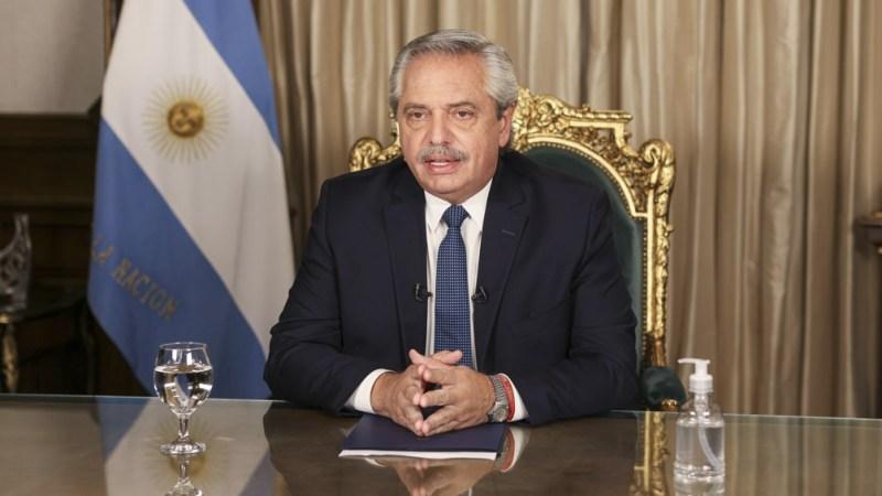 """Fernández dijo que """"las nuevas variantes del virus hacen riesgoso"""" salir del país"""