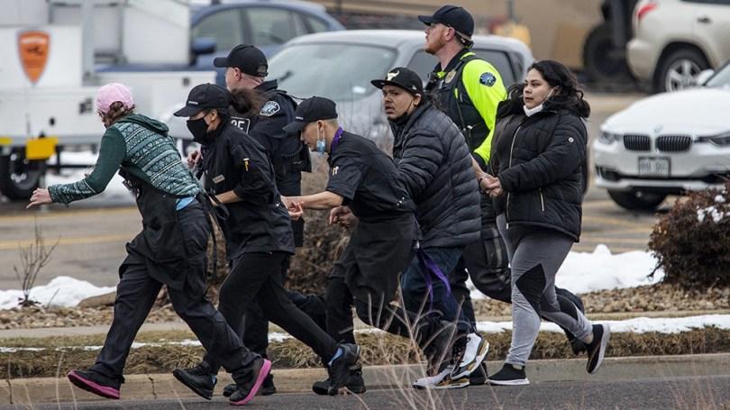 El sospechoso del sospechoso se llama Ahmad Al Aliwi Alissa, que es oriundo de Arvada, Colorado, y que vivió casi toda su vida en el país, fue herido y está hospitalizado.