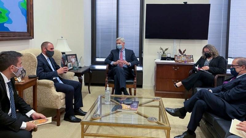 Guzmán conversó con el senador republicano Bill Cassidy.