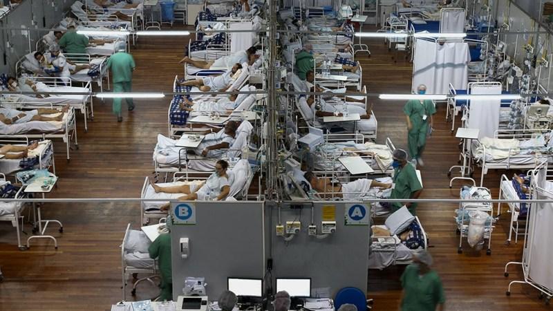 Hospitales colmados en Brasil.