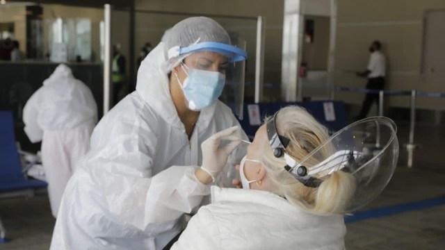 Chirino recordó el amplio espectro de la enfermedad por Covid, que puede ir desde un caso asintomático a síntomas leves de resfrío.