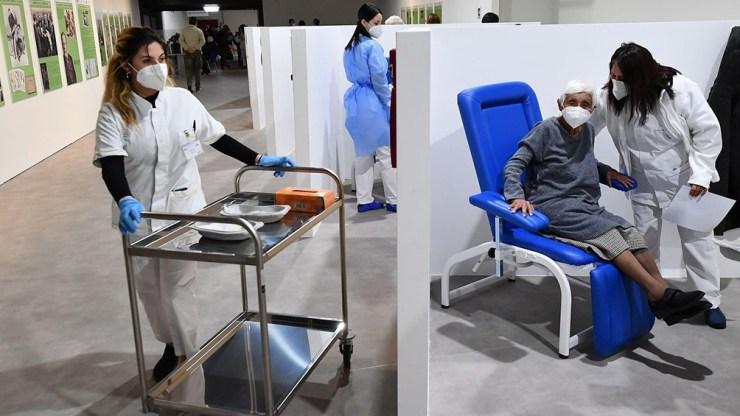 España se suma a Alemania y Países Bajos, que restringieron el uso de AstraZeneca solo a mayores de 60 años.