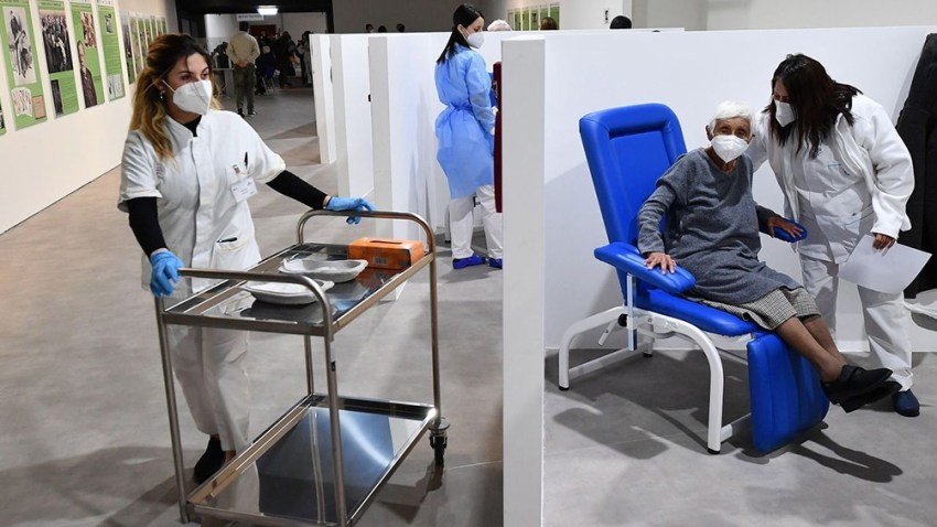 España limita vuelos y sigue con su campaña de vacunación