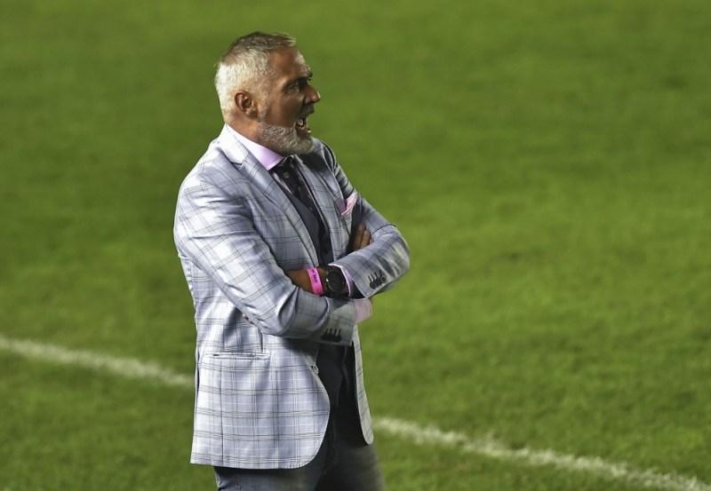 """Sergio Rondina se sienta por primera vez en el banco del """"Ferroviario"""" frente al """"Decano"""". Foto: archivo"""