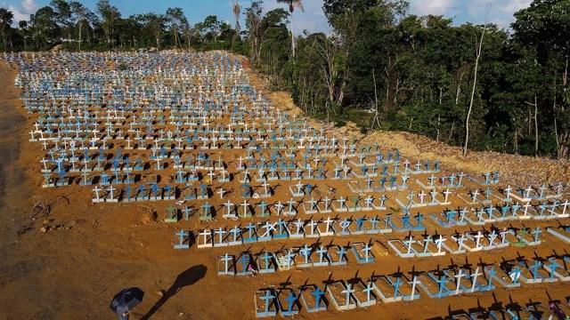 Jair Bolsonaro desdeñó las medidas de aislamiento porque provocan desempleo y pobreza.