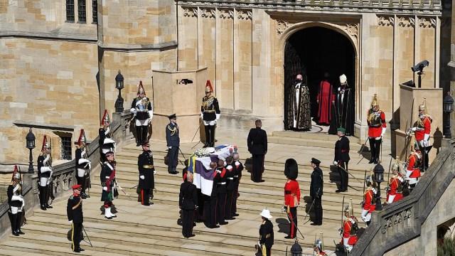 La ceremonia comenzó con un minuto de silencio antes del inicio del oficio religioso.
