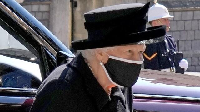 Es la primera vez que se ve a la monarca oficialmente en público desde que se anunció el fallecimiento del duque.