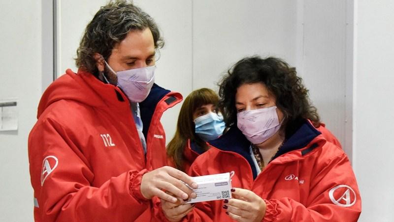 Cafiero y Vizzotti supervisaron la llegada de las nuevas dosis a la planta de Andreani en Benavídez.