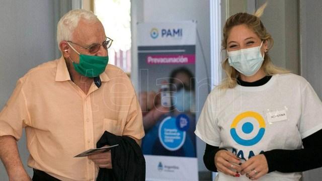 En los vacunatorios del PAMI de la Ciudad de Buenos Aires sólo se presentó un tercio de los anotados.