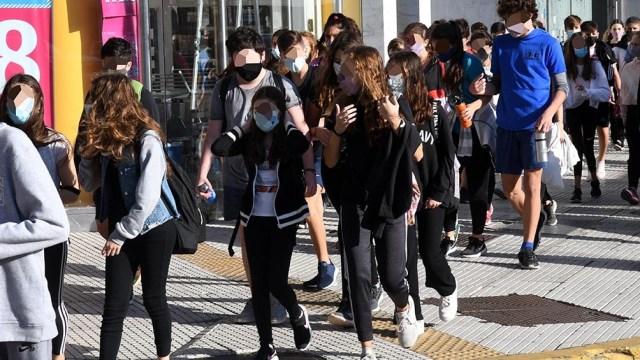 """La ministra Acuña explicó que las clases canceladas en los próximos días, se recuperarán """"de forma presencial el lunes 20, martes 21 y miércoles 22 de diciembre, que con el calor se lleva mejor""""."""