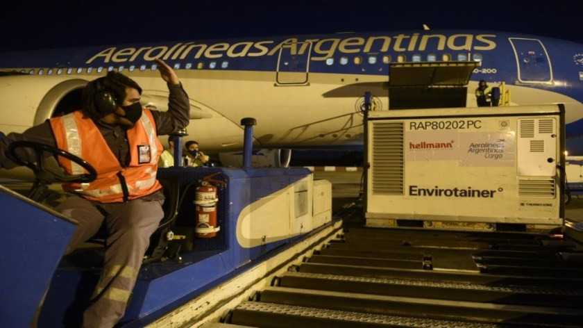 El segundo avión ya despegó desde Beijing y llegará este lunes.