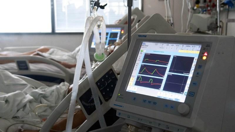 El promedio de edad de los pacientes internados con covid es de 54 años.