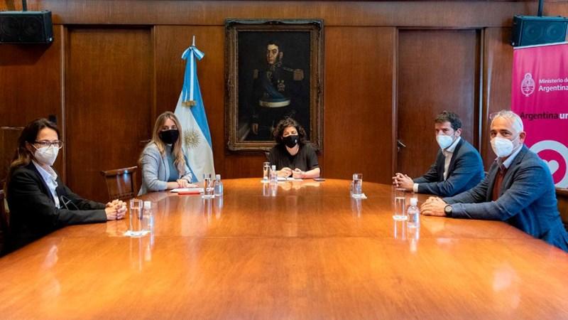 Reunión entre la ministra de Salud, Carla Vizzotti, y los representantes de AstraZeneca en el país.