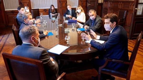 La reunión sirvió para evaluar medidas, entre ellas, incrementar en un 30 por ciento los establecimientos de votación.