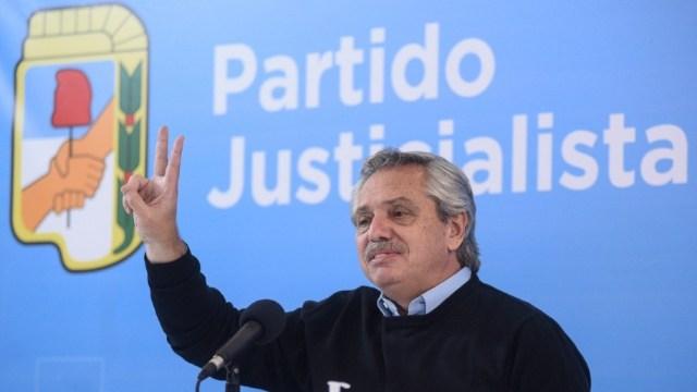 """Fernández: el PJ tiene """"una magnífica militancia que en la adversidad se engrandece y se hace presente cuando la crisis aparece""""."""