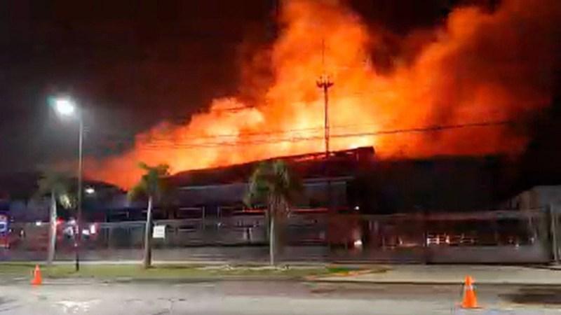 El incendio se produjo el domingo pasadas las 21 horas, en la intersección de las calles de las calles Uruguay y Emilio Zola en San Fernando