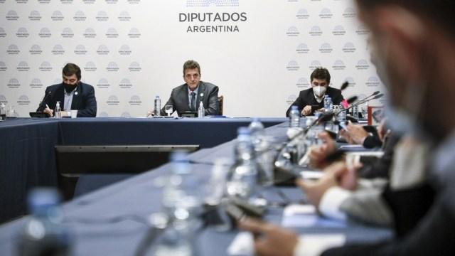 Sergio Massa convocó a los representantes de los laboratorios con el respaldo de la mayoría de los bloques legislativos.