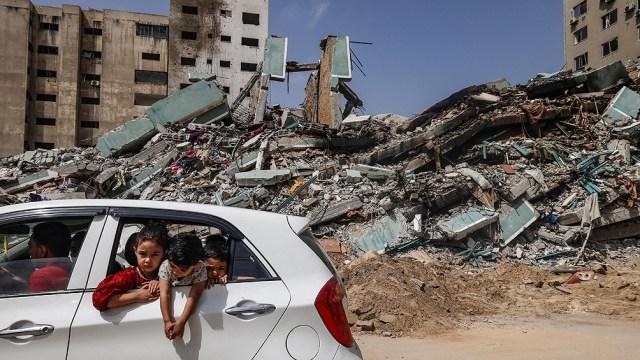 Siguen buscando supervivientes entre los escombros