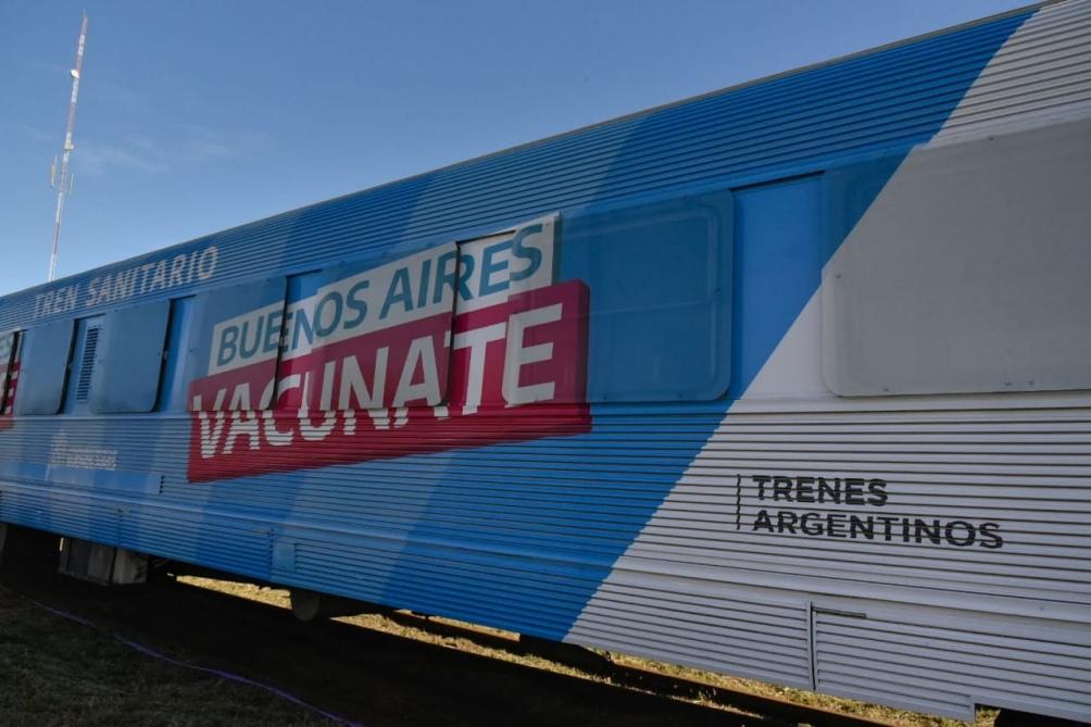 Cuatro puestos ubicados en el primer vagón realizan los hisopados, que luego son analizados en un laboratorio de la misma formación.