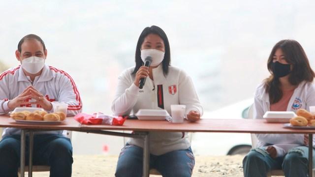 Pérez sostiene que Fujimori viene incumpliendo las reglas impuestas por una sala superior, en la resolución que dispuso su excarcelación en 2020, como la de comunicarse con testigos vinculados al caso.