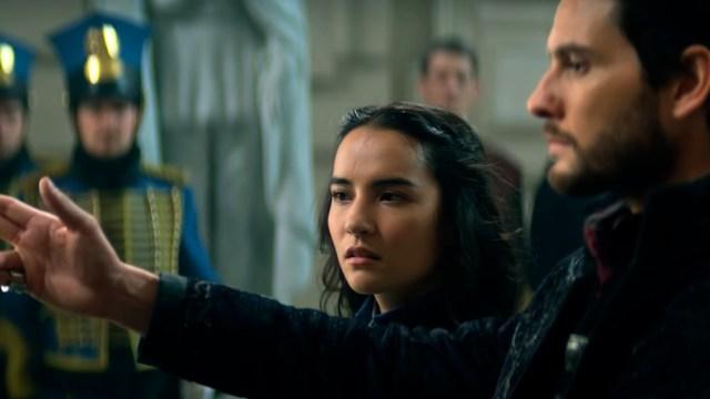"""Ben Barnes y Jessica Mei Li en """"Sombras y huesos"""""""