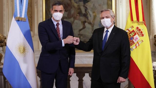 """El presidente del Gobierno de España, Pedro Sánchez, se mostró """"inspirado"""" por lo que vio durante su recorrido por el Museo Sitio de Memoria ESMA."""