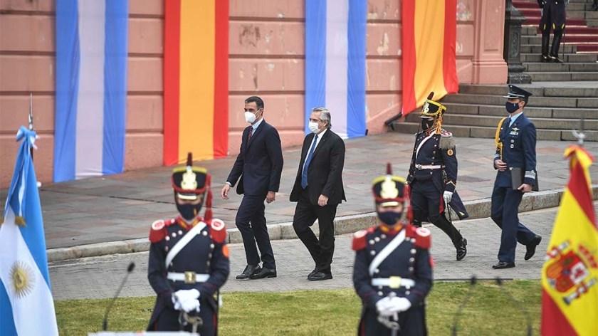 """Pedro Sánchez pidió a los argentinos que """"vean a España como la puerta de entrada a Europa""""."""