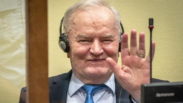 Mladic estuvo prófugo durante 16 años. Pero, finalmente, fue arrestado en 2011 y condenado a cadena perpetua en 2017.