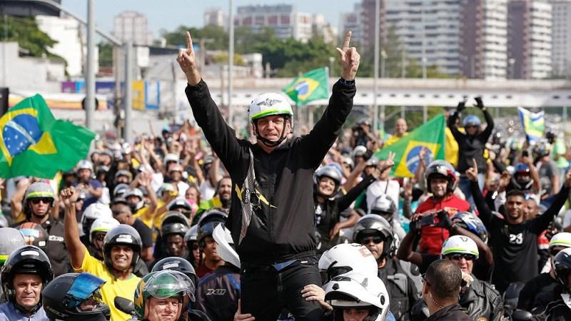 En su peor momento de popularidad, Bolsonaro organizó caravanas de motociclistas en Río, Brasilia y San Pablo.