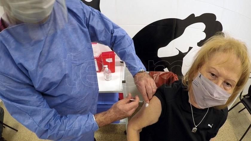 Mendoza: vacunación para mayores de 40 sin enfermedades preexistentes o comorbilidades.