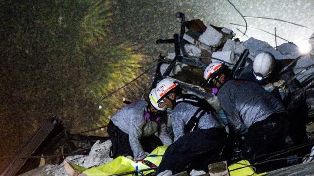 Son cuatro los muertos por el derrumbe de un edificio en Miami.