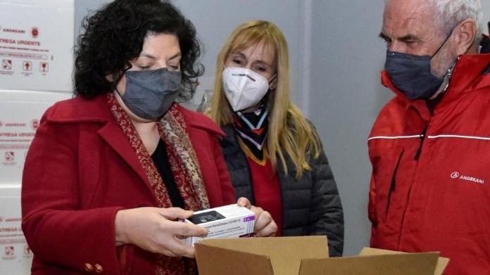 """Vizzotti: """"Sigue vigente el cierre de fronteras para el turismo extranjero y solo está permitida para argentinos o residentes, quienes deben realizarse un PCR antes de embarcar hasta 72 horas previas al viaje""""."""