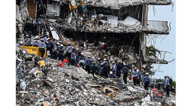 Lo que quedó en pie del edificio que colapsó en Florida será demolido durante la noche.