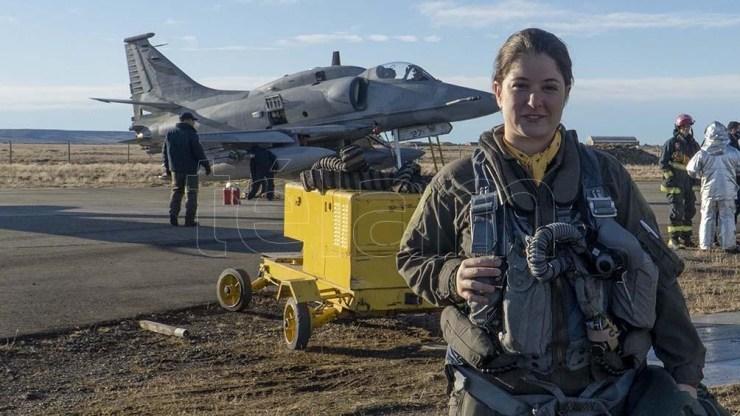 """Sofía Vier, alias la """"Capitana Marvel"""", es la primera piloto de caza de la argentina."""