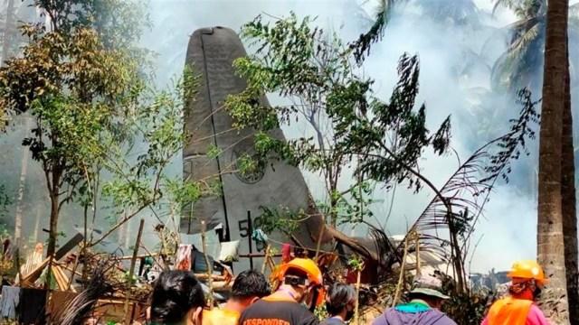 Noventa y dos personas, en su mayoría personal militar, se encontraban a bordo del avión de transporte