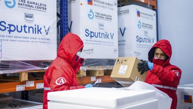 """La vacuna Sputnik V es """"altamente protectora contra las nuevas variantes"""", según un estudio del Centro Gamaleya."""