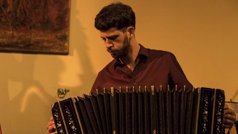 """Maniowicz se deslumbró con el bandoneón a los doce años, cuando escuchó """"Libertango"""", de Ástor Piazzolla."""